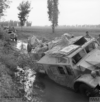 THE CAMPAIGN IN ITALY, SEPTEMBER-DECEMBER 1943: THE ALLIED ADVANCE TO THE GUSTAV LINE (NA 7669) The Volturno River 12 - 16 October 1943: Guns and vehicles of 48 Field Battery, 146 Field Regiment, Royal Artillery sink in mud during the advance to the Volturno. Copyright: © IWM. Original Source: http://www.iwm.org.uk/collections/item/object/205194440